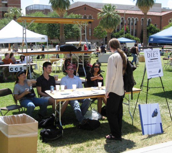 h+ Tucson members at UArizona Club fair on campus mall talking to interested student